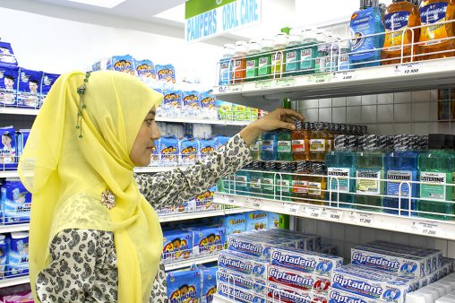 Muslim women doing shopping